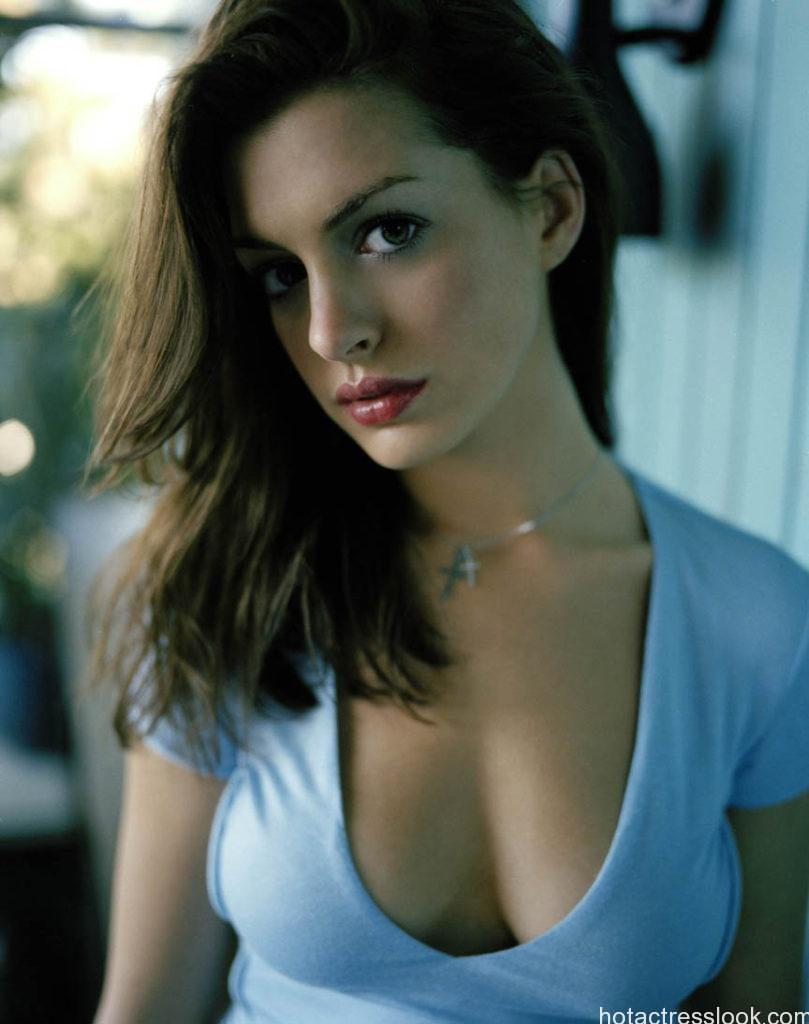 Anne Hathaway sexy looks