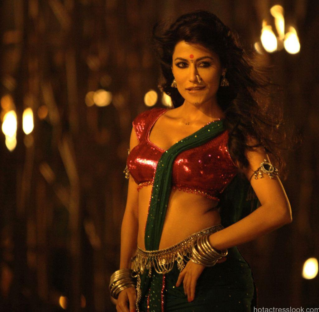 Chitrangada Singh looks hot in saree
