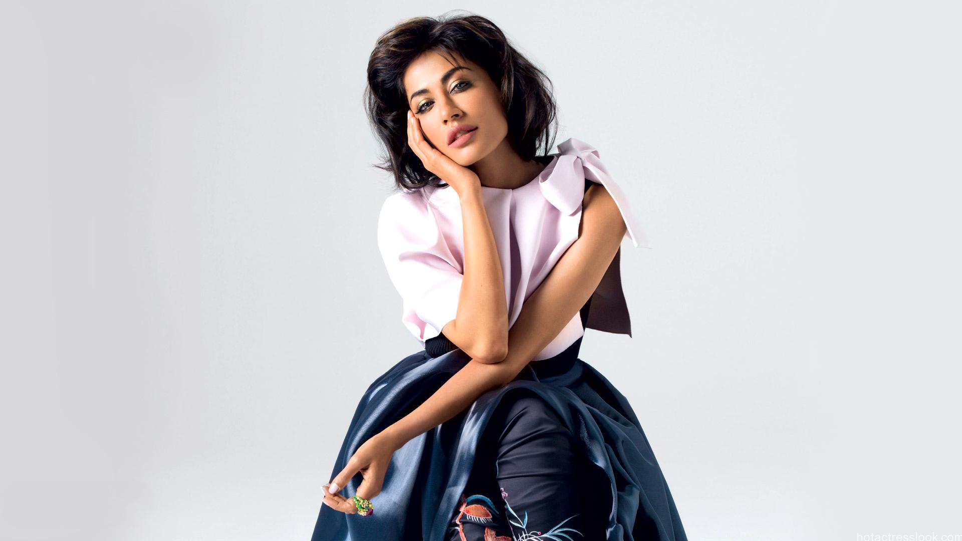 Chitrangada Singh sexy pose