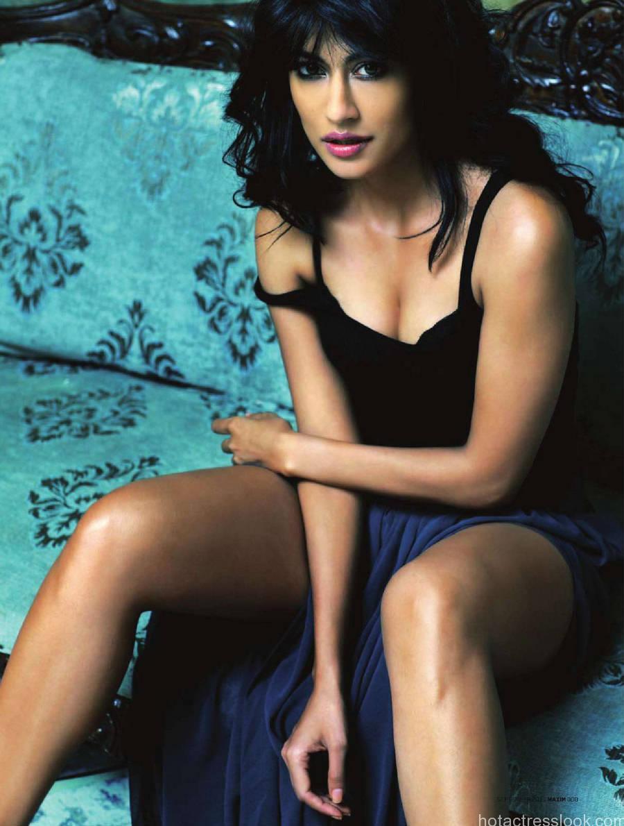 Chitrangada Singh sizzling hot