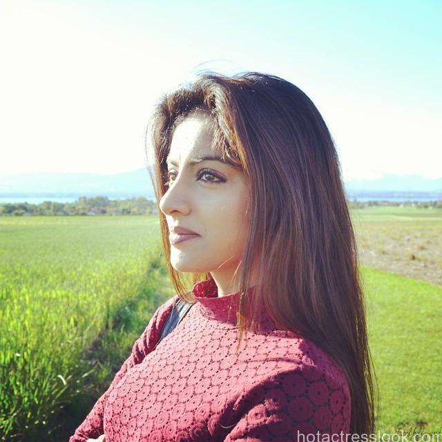 Deepika Singh Hot Looking