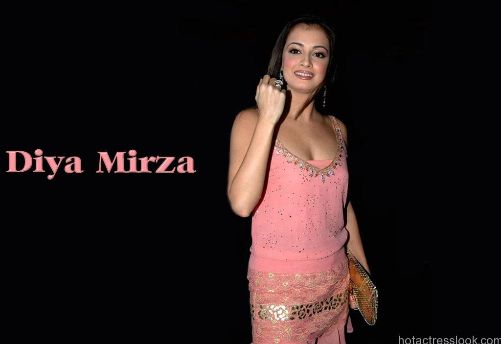 Dia Mirza Sexy hot