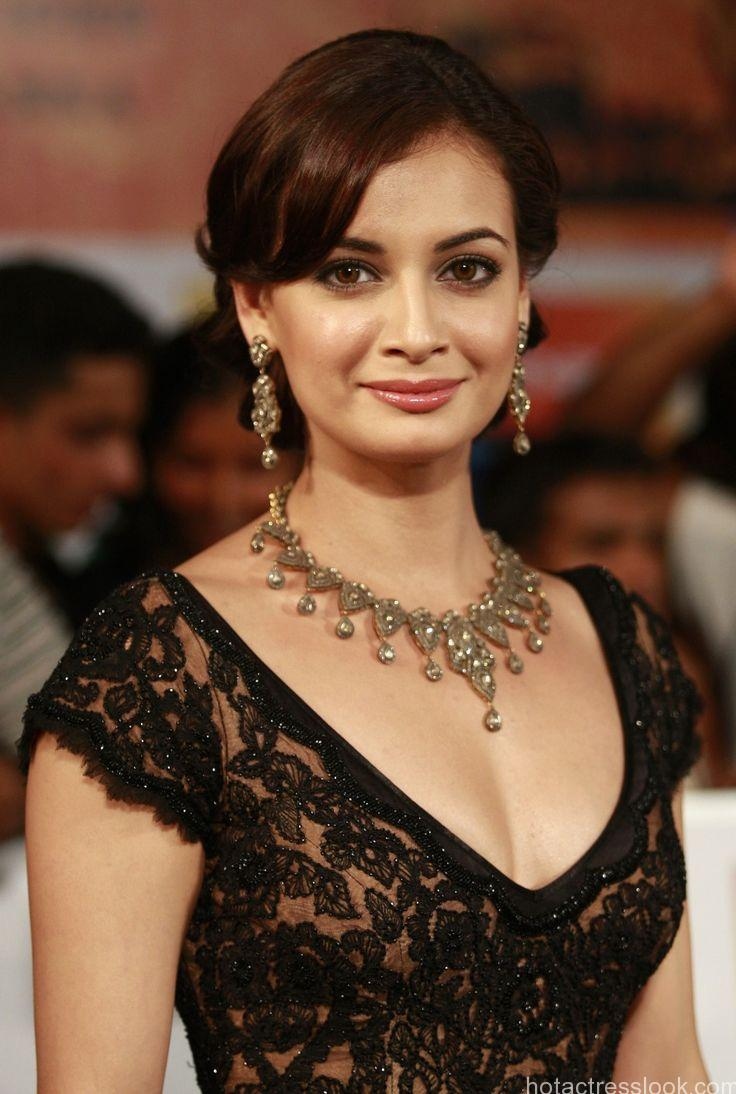 Dia Mirza hot in bikini