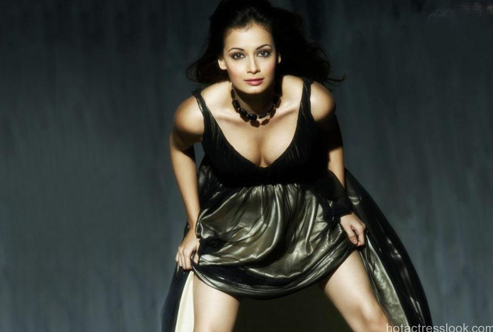Dia Mirza showing boobs