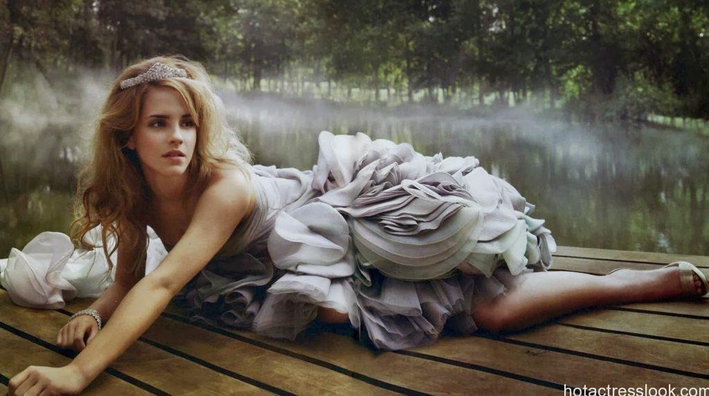 Emma Watson sexy pose in bikini
