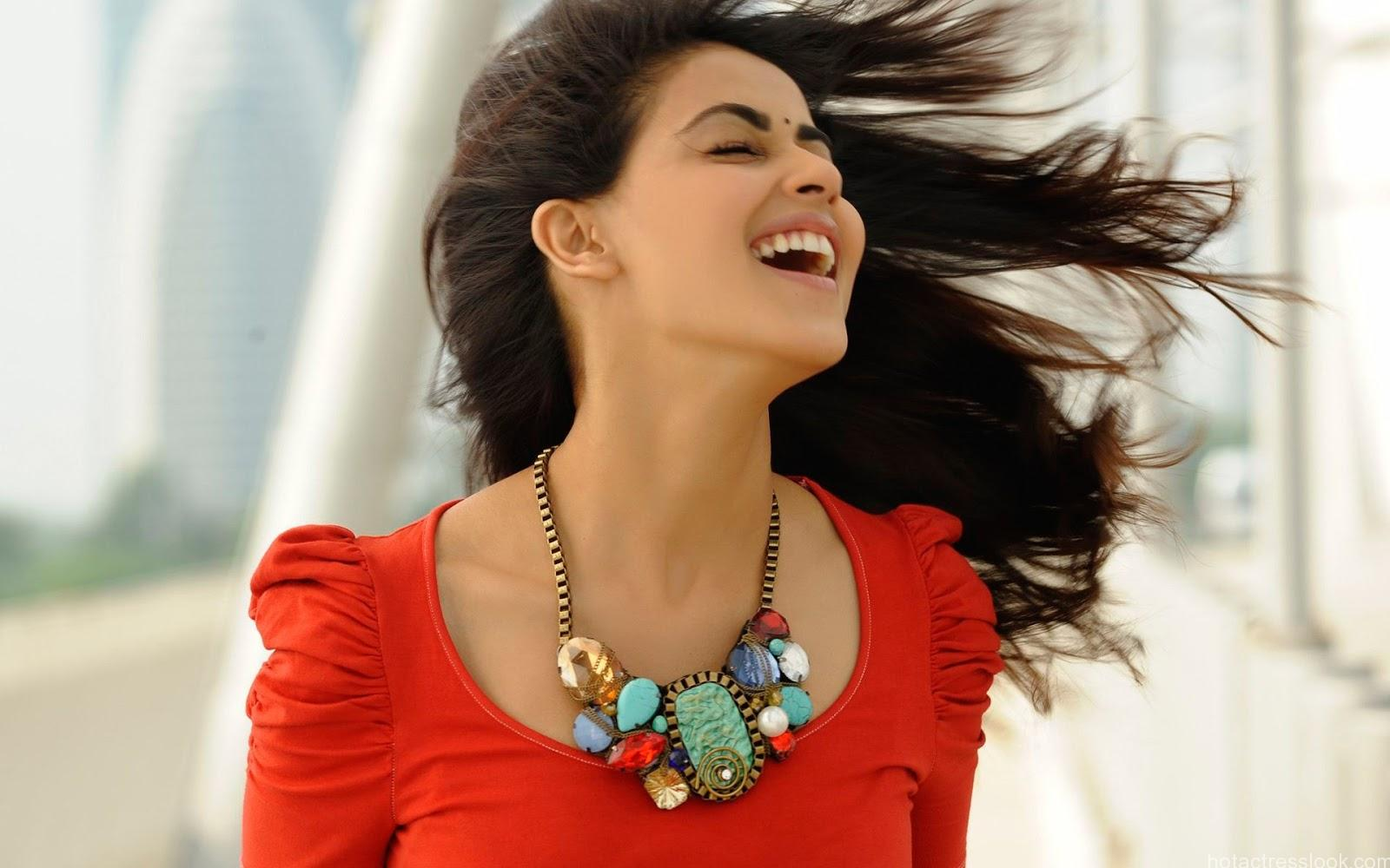 Genelia D'Souza cute smiling Hd Wallpapers