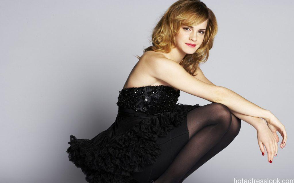 Hot Emma Watson looks sexy