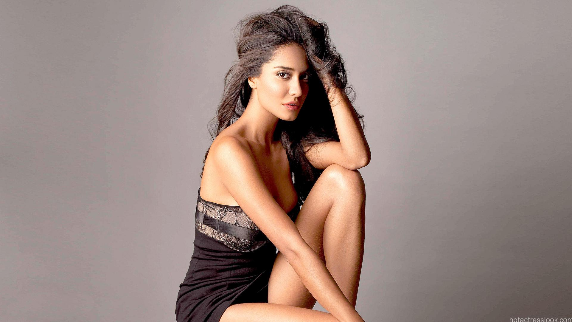 Hot Lisa Haydon