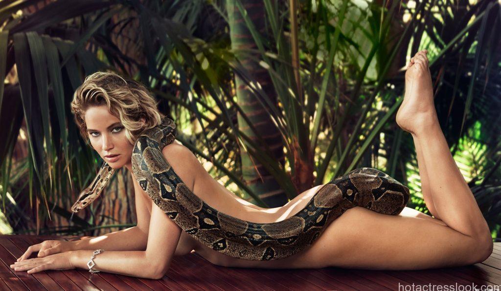 Jennifer Lawrence sexy pose
