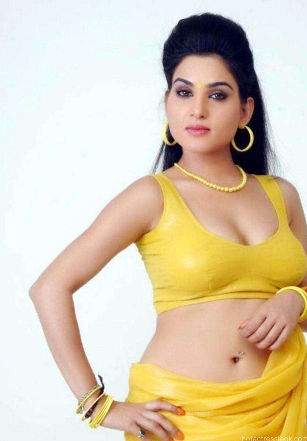 Kavya Singh sizzling hot