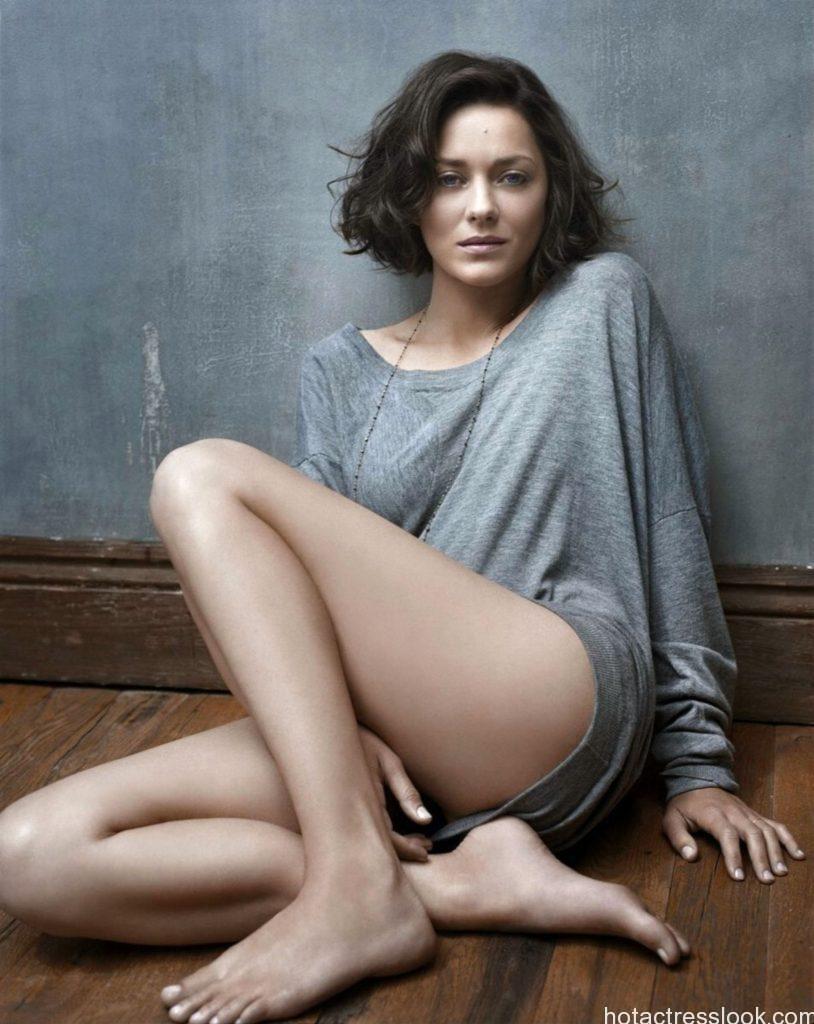 Marion Cotillard Sexy pose