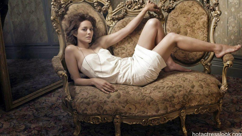 Marion Cotillard hot in lingerie