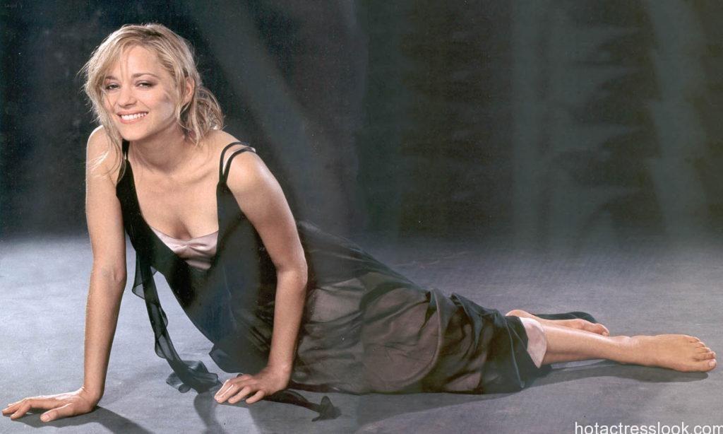 Marion Cotillard sexy image