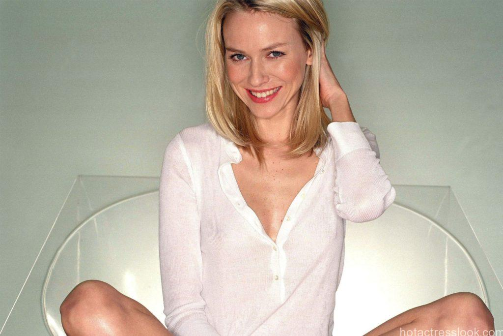 Naomi Watts Looking sexy