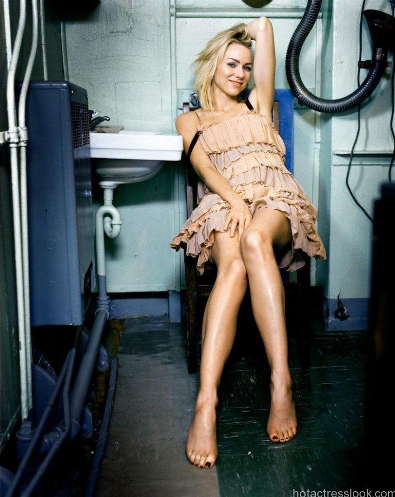 Naomi Watts Sexy legs