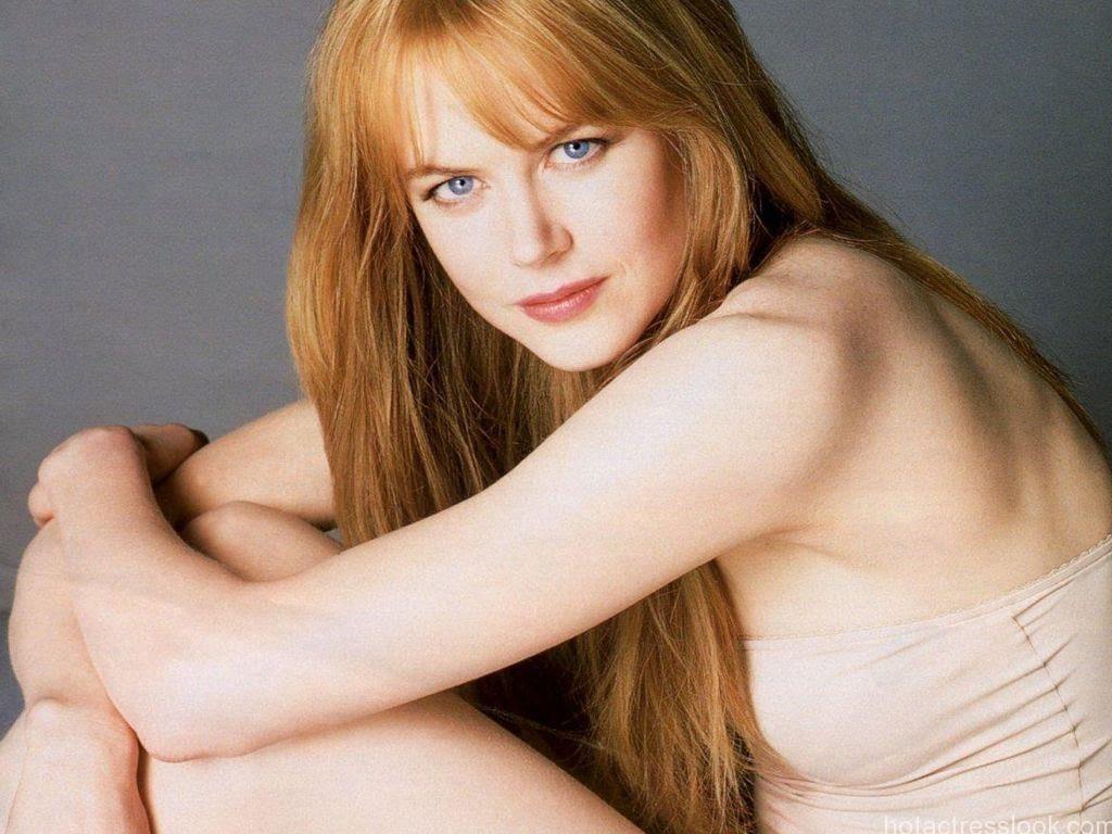 Nicole Kidman Hot Pose In Swimsuit