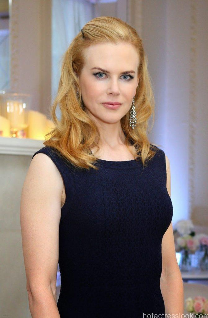 Nicole Kidman Hot figure