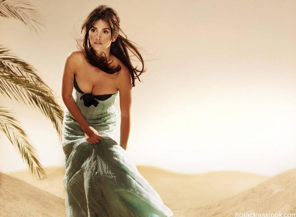 Penelope Cruz sexy wallpapers