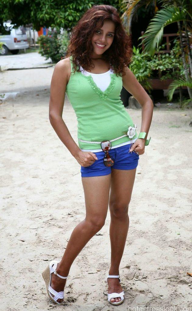 Piaa-Bajpai-Hot-Photos-in-Jeans-Shorts-1