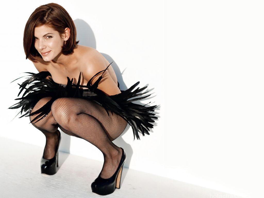 Sandra-Bullock Sexy Pose