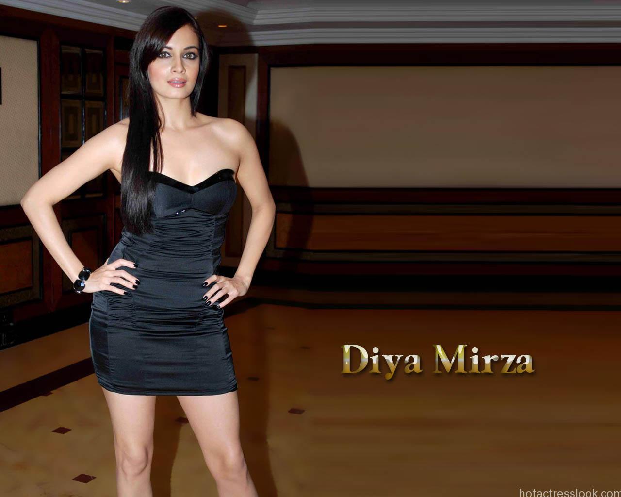 Sexy Dia Mirza In bikini Looks hot