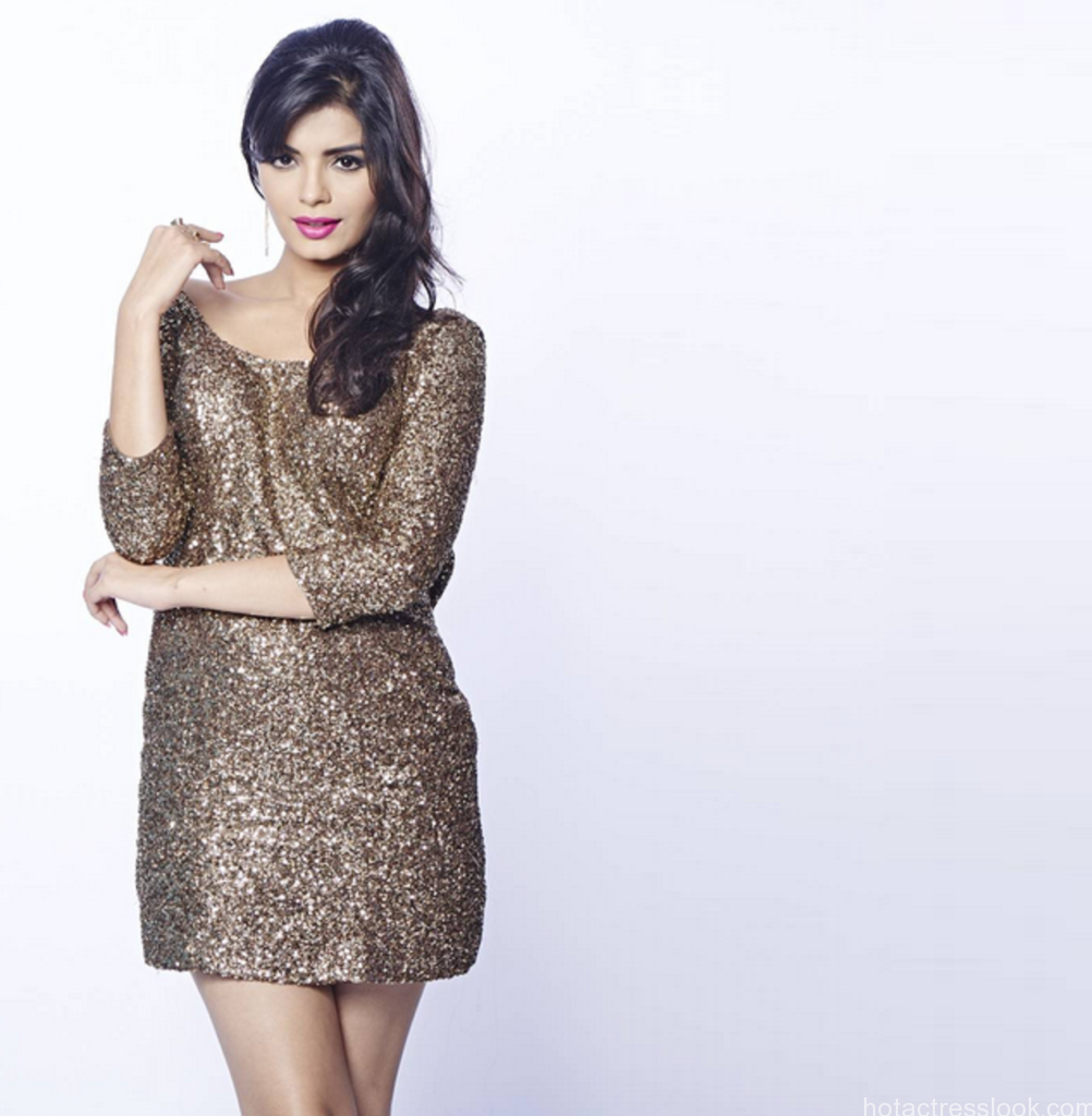 Sonali-Raut-Bigg-Boss-8-Contestant-Full-Details-Wiki-Age-Images