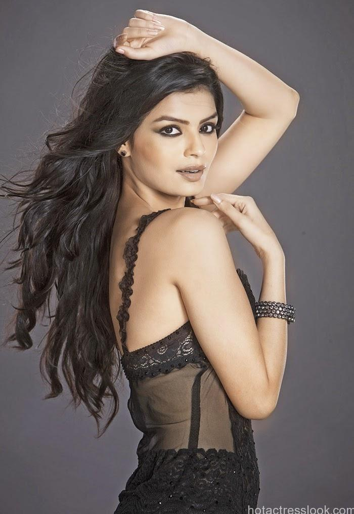 Sonali-Raut-black-hot