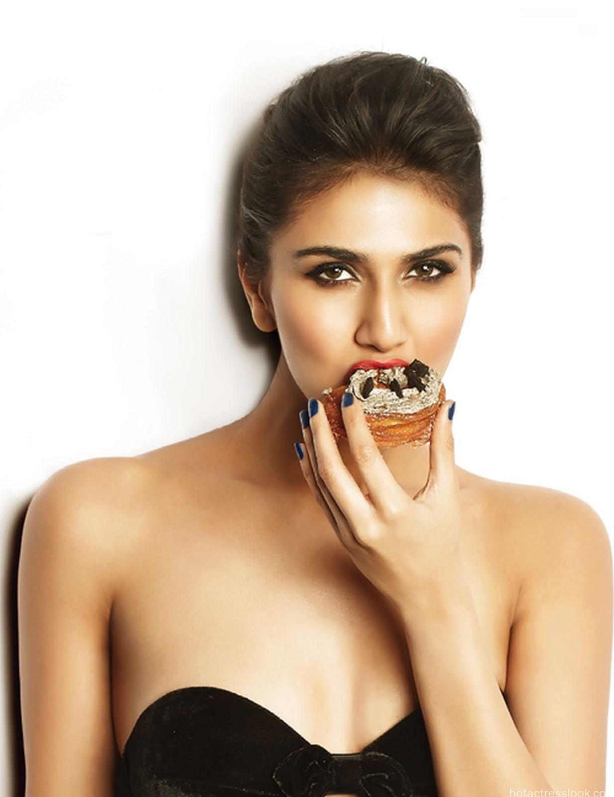Vaani Kapoor Sexy looks
