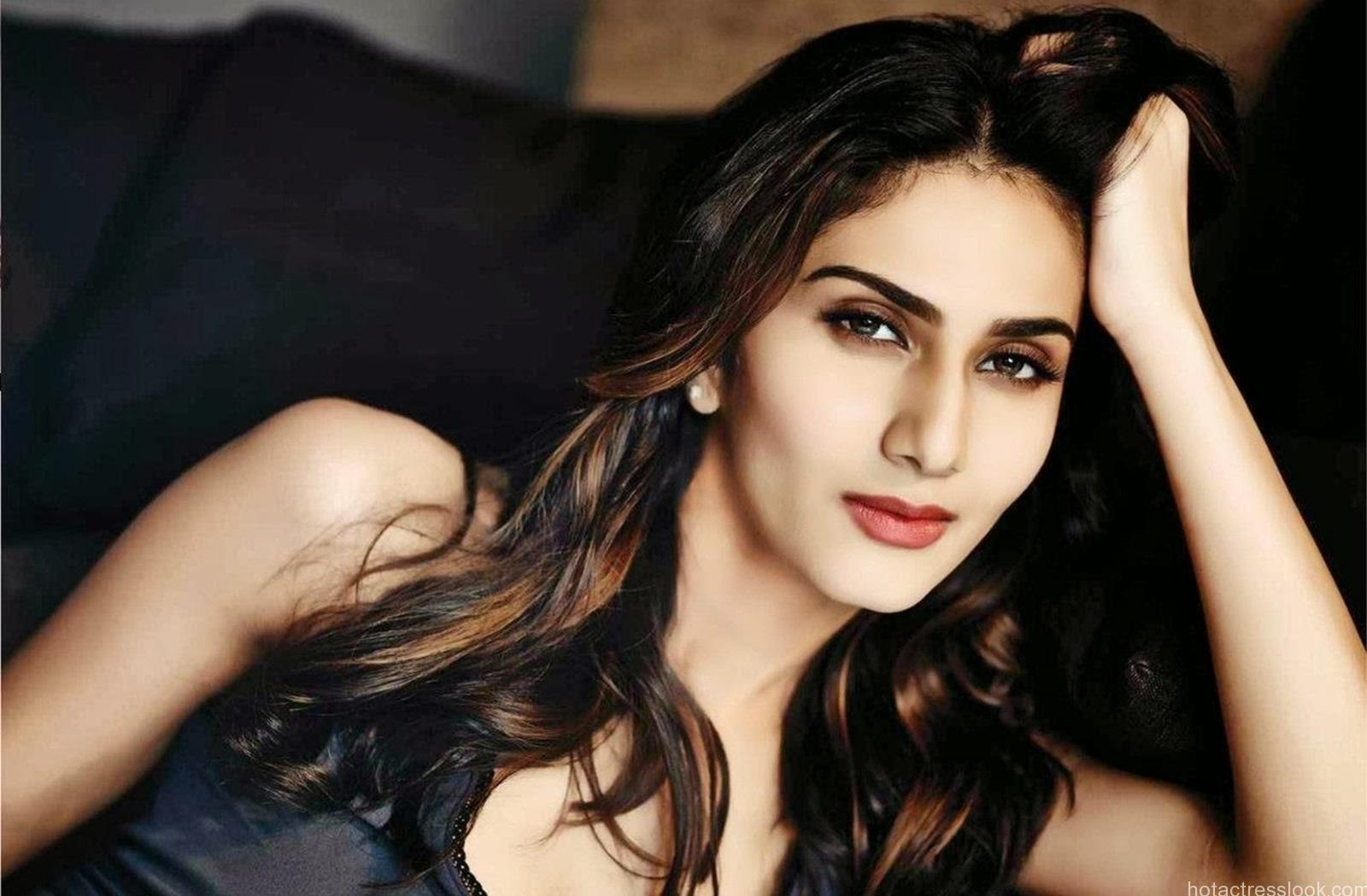 Vaani-Kapoor-hot-Photos