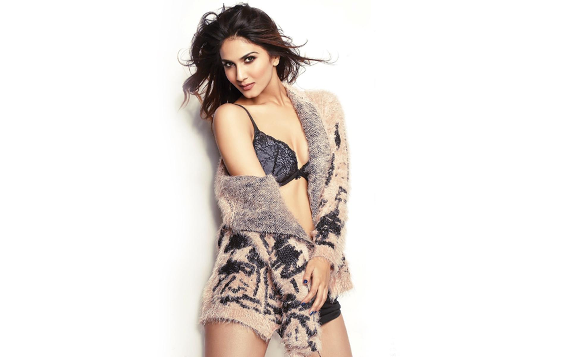 Vaani Kapoor hot photos
