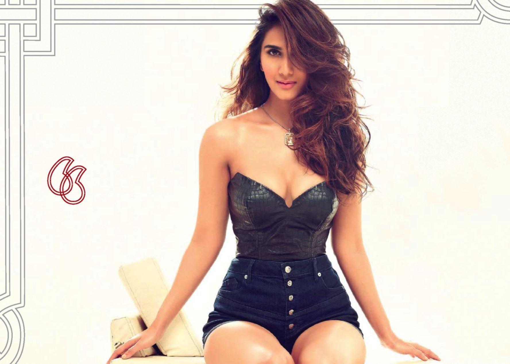 Vaani Kapoor sexy in bikini