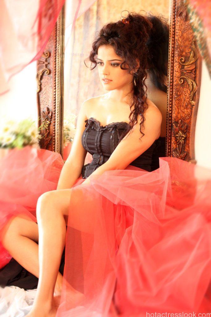actress-piaa-bajpai-hot-photos-8