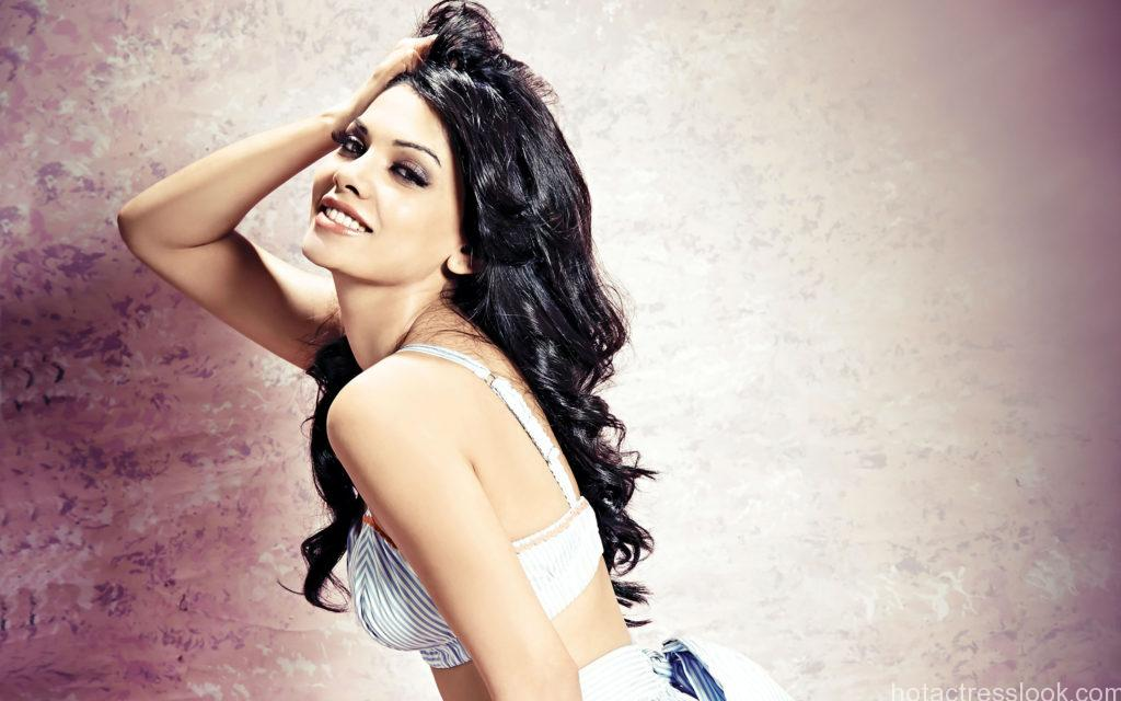 actress-sara-loren-wide