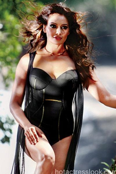 bipasha-basu-dons-hot-avatar-for-photo-shoot