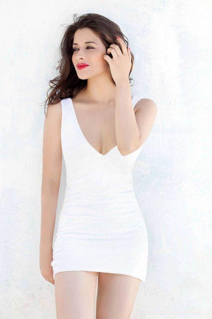 spicy-actress-madhurima-bikini pic