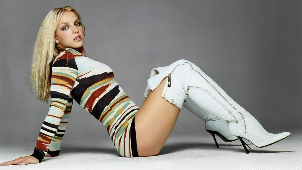 britney_spears_2-wallpaper-1366x768