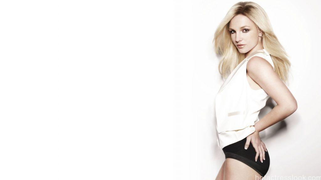 britney_spears_sexy_2011-wallpaper-1366x768