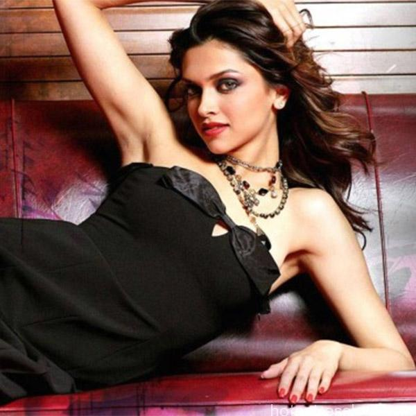 deepika-padukone-clicked-in-black-hot