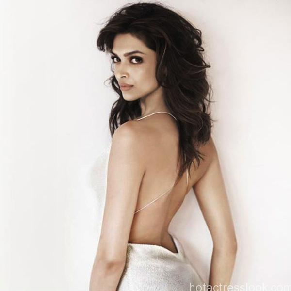 deepika-padukone-hot-picture back side