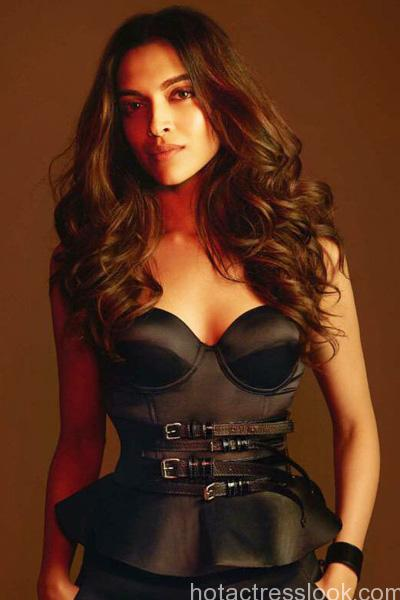 deepika-padukone-looks-hot-in-this-black