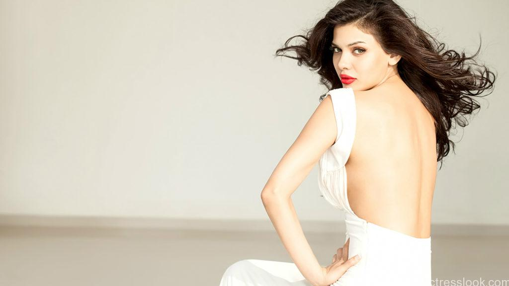 hot_sara_loren_red_lips-HD