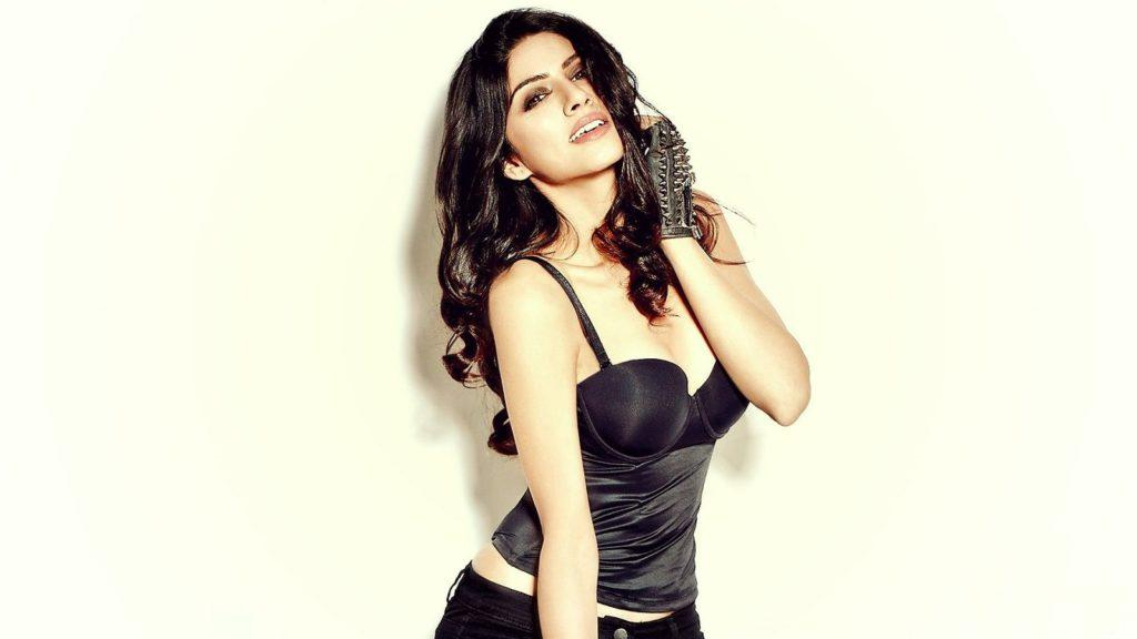 sapna-pabbi Hot in lingerie