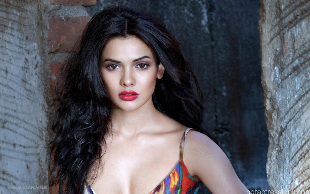 sara_loren_hot-wide