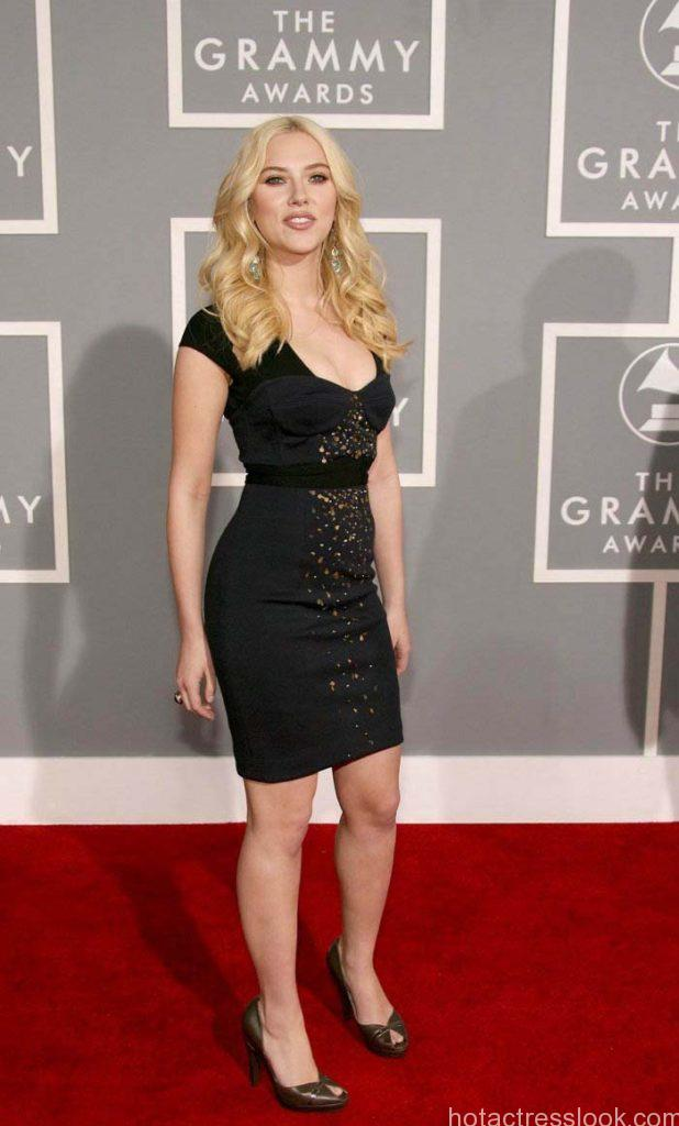scarlett-johansson-photos-in-black-dress-1