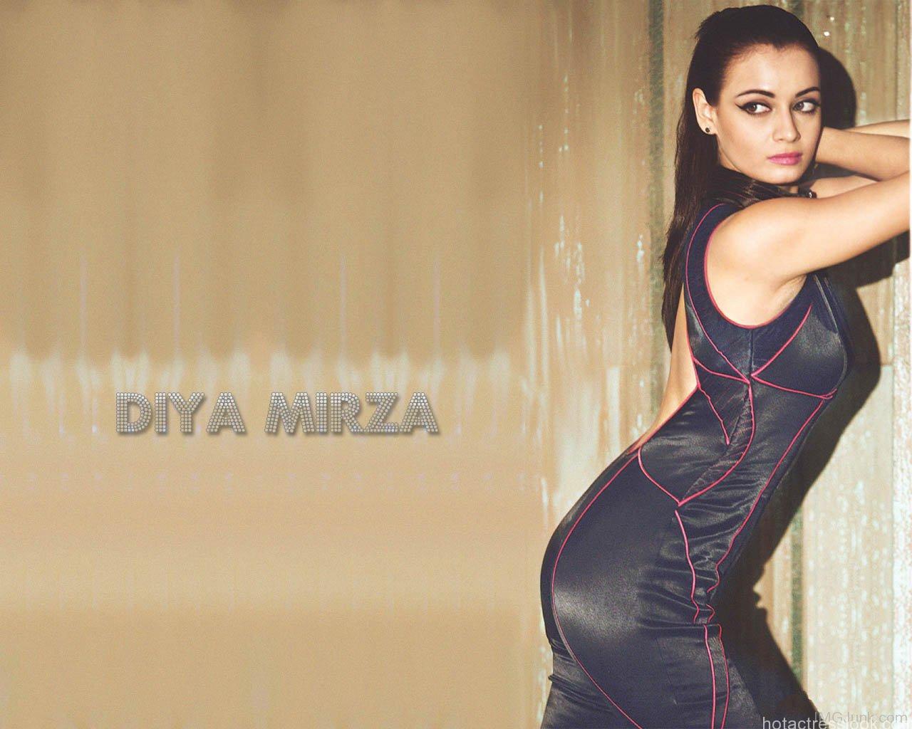 sexy-and-hot-Diya-Mirza