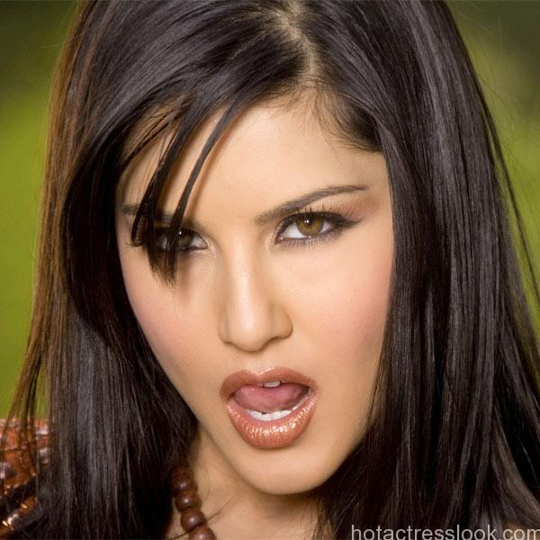 sunny-leone-poses-super-hot-for-a-shoot