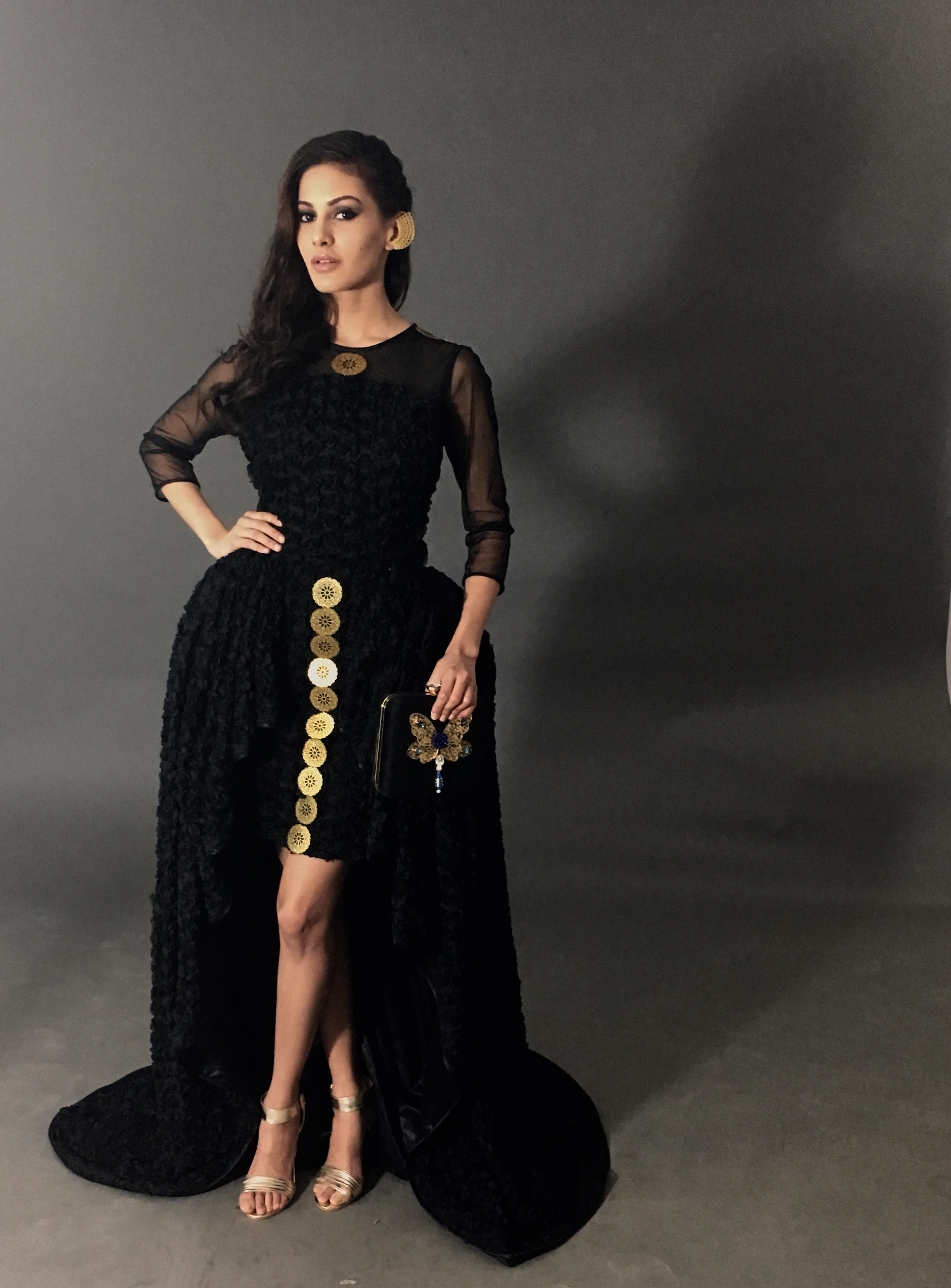 Amyra Dastur hot and sexy pics