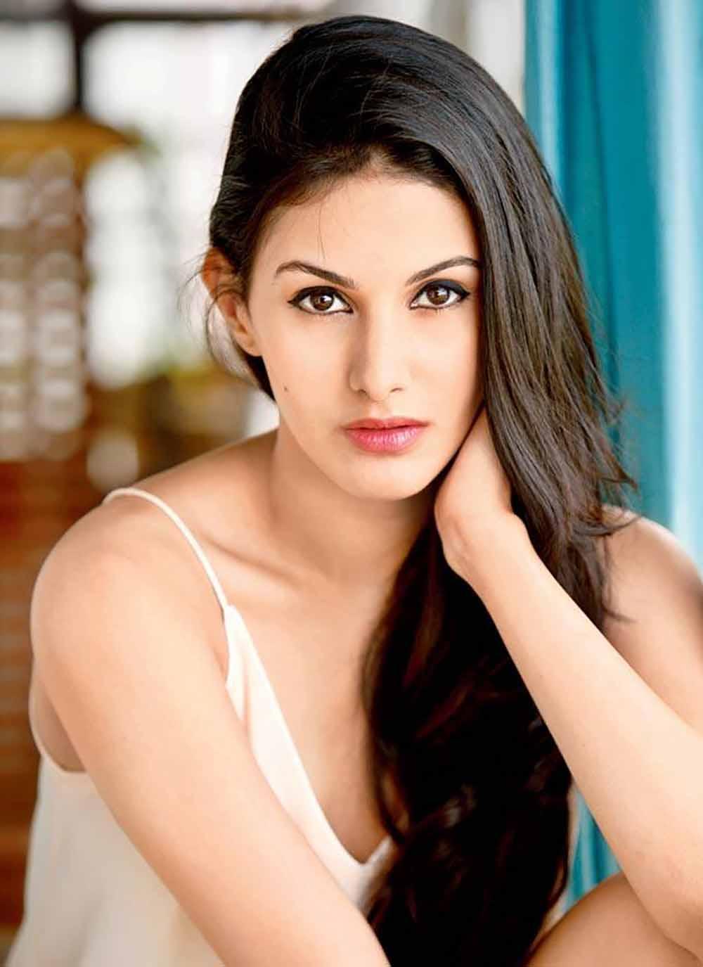 Amyra Dastur hot stills