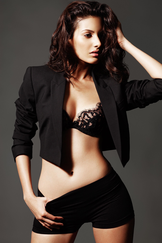 Amyra Dastur hot topless images