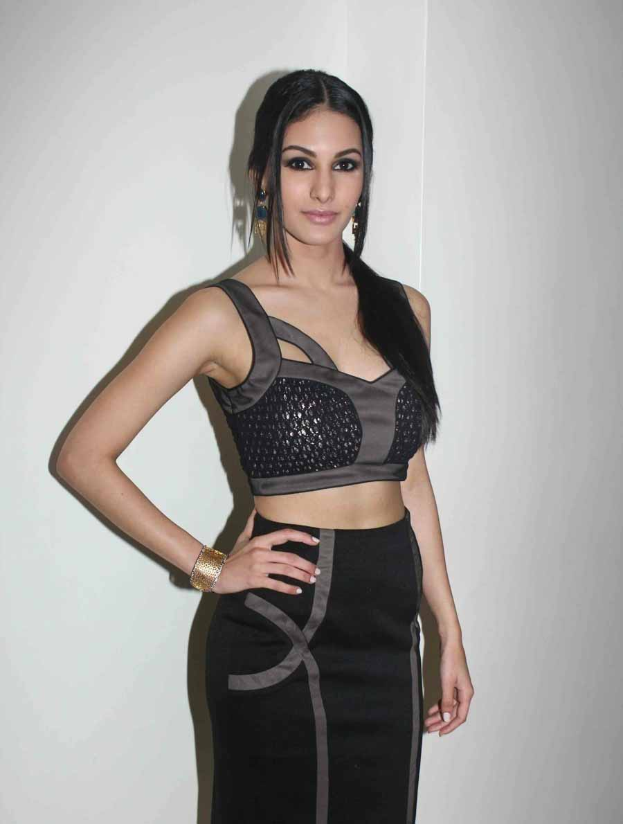 Amyra Dastur hot wallpapers